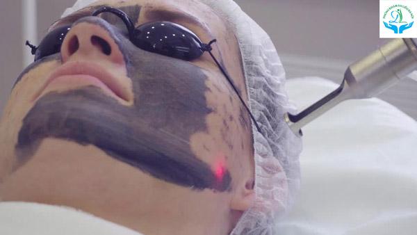 Điều trị bằng Laser nhất thiết phải được Bác sĩ trực tiếp điều trị mới mang lại hiệu quả cao và an toàn