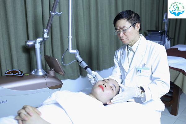 Bác sĩ sẽ sử dụng công nghệ Laser NanoTech và điều chỉnh bước sóng phù hợp giúp loại bỏ đi các hắc sắc tố gây thâm da ở lớp hạ bì và trung bì da.
