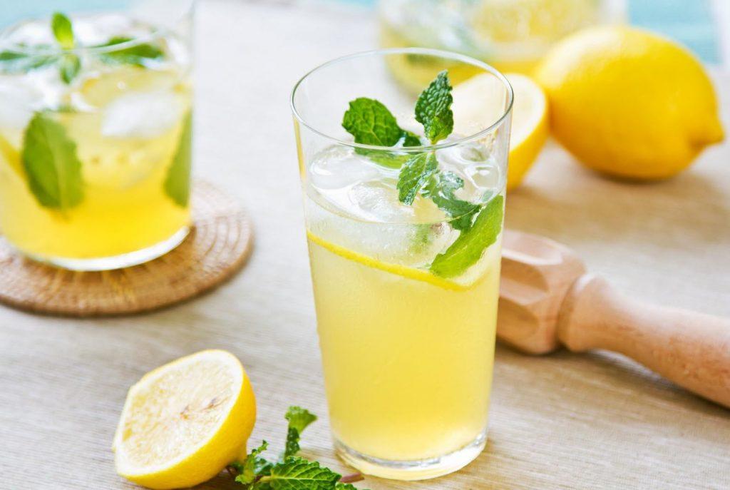 nước chanh giúp đào thải độc tố
