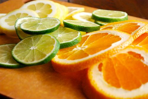 Phòng ngừa nám bằng cam và chanh