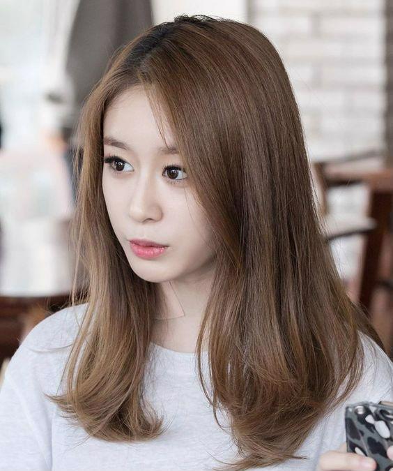 Park Ji Yeon của T-Ara với màu tóc nâu tây