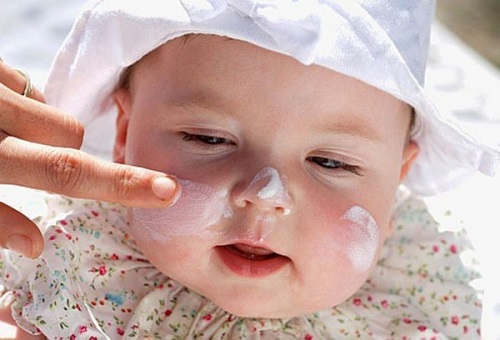 Điều trị chàm bớt cho bé