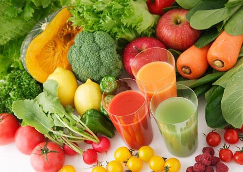 Rau củ và trái cây tươi giúp trẻ hóa da