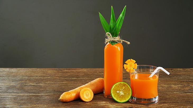 Uống nước ép cà rốt hàng ngày giúp da đẹp hơn