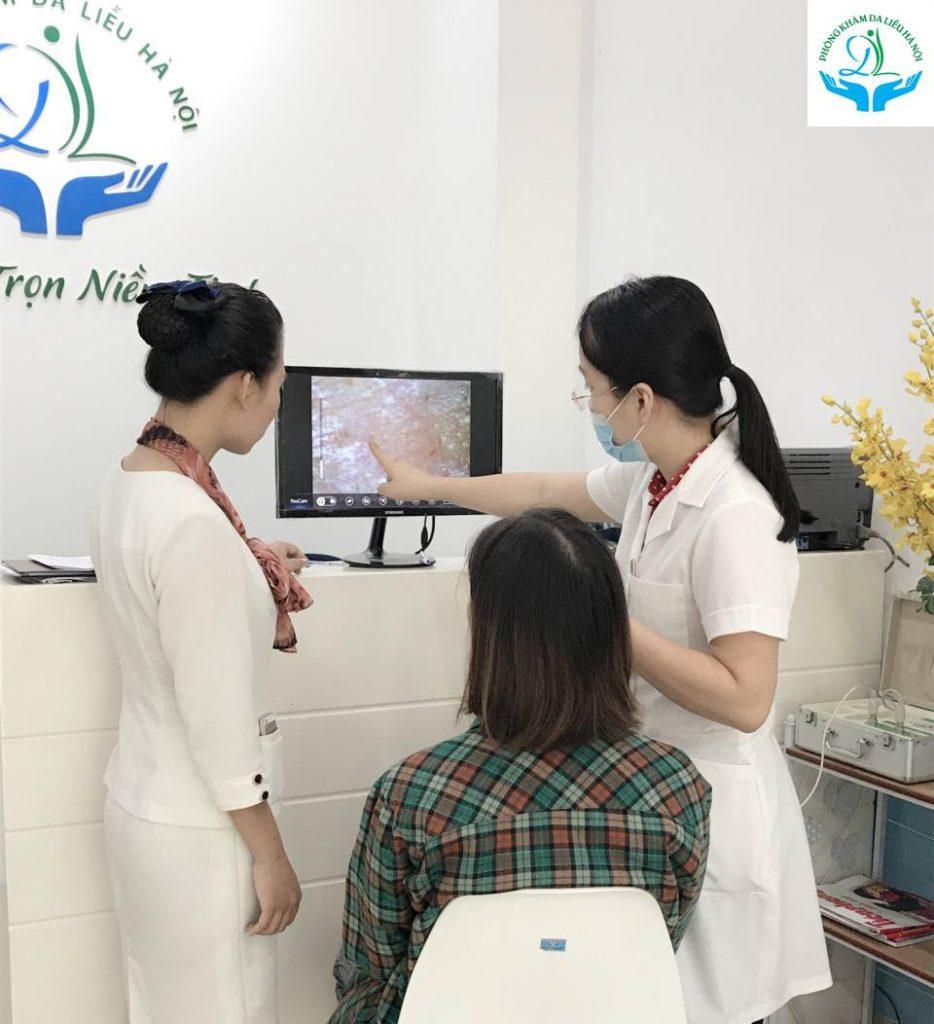 Bác sĩ khám và tư vấn điều trị nám